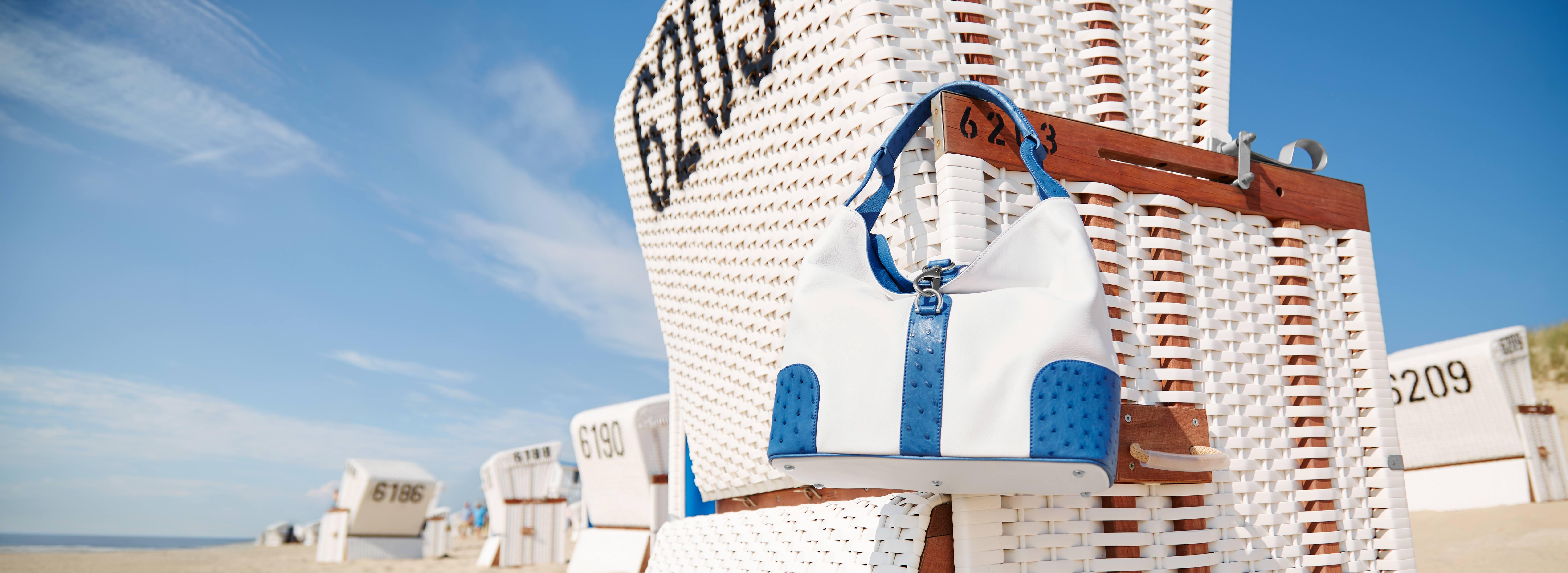 handtasche-straussenleder-kabo-summerbag_clemaris_lifestyle-sylt-strandkorb_websitestarter_web_lang
